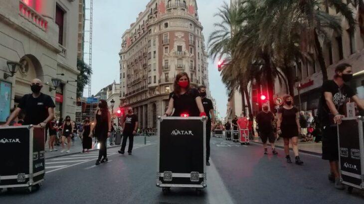 Un estruendoso silencio protagoniza la marcha en favor del sector de los eventos y espectáculos en València